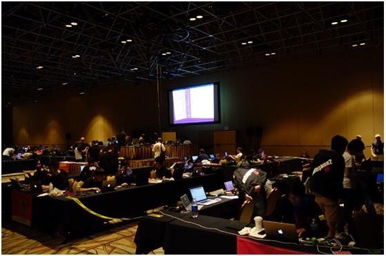 DEFCon另一個吸引人的就是每年舉辦的CTF(Capture the flag)競賽,每年上半年舉行的會外賽,就吸引了全球的資安研究人員挑戰這些關卡,得分的前十名或前二十名,才有機會到DEFCon的會場來競技,因此能夠到會議參與CTF比賽的,都是高手級的團隊,台灣的資安能量仍有待培養,希望有朝一日也有台灣的資安團隊可以打進CTF挑戰賽。